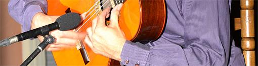 Las manos prodigiosas de Javier Conde sobre la guitarrra