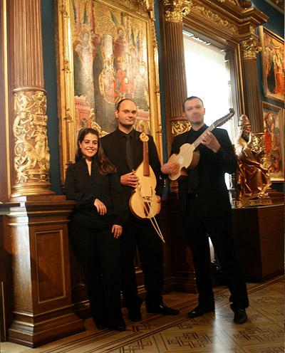 """Concierto """"El canto de las vihuelas"""" en el Museo Lázaro Galdiano. María Sala (soprano), Alejandro Baleta (vihuela de péñola, vihuela de mano y dirección) y Pablo Baleta (vihuelas de arco y viola da gamba)"""