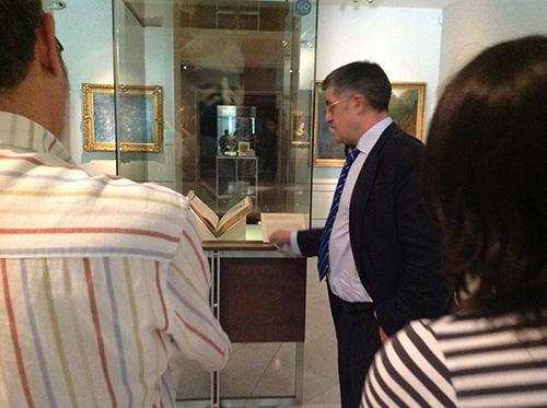 """Juan Antonio Yeves, comisario de la exposición """"Itinerario y memoria de José Lázaro. Editor, coleccionista, bibliófilo"""""""
