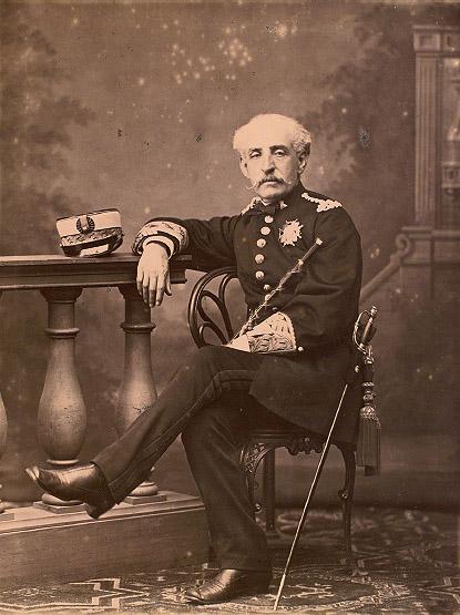 """Charles Monney: """"Retrato de estudio del general Castillo"""", en """"Álbum de Bilbao"""". Archivo General de Palacio, Madrid. Revista """"Goya"""" número 339"""