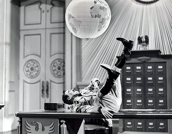 """Imagen de Charles Chaplin en """"El gran dictador"""". Revista Goya 342"""