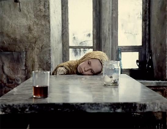 """La hija del stalker en la secuencia final de """"Stalker"""" (A. Tarkovski, 1979)"""