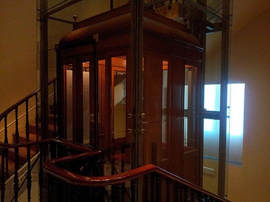 Ascensor de principios del siglo XX del Museo Lázaro Galdiano