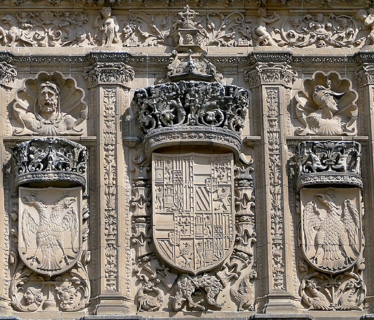 "Detalle de la ""portada rica"" de la Universidad de Salamanca"