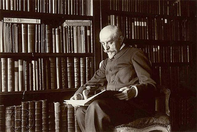 Joris-Karl Huysmans leyendo en la biblioteca de su casa de la rue Sèvres de París, ca. 1903.