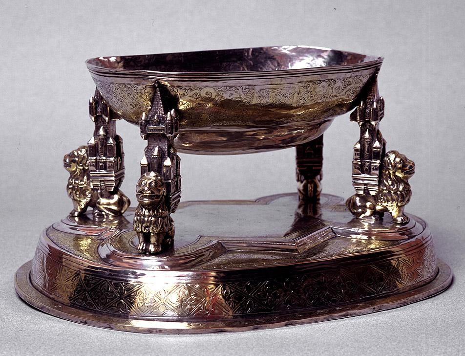 Cuenco osero, Castilla (1476-1500). Excepcional por tratarse de un objeto de uso doméstico y por ser muy escasas las piezas de vajilla españolas del siglo XV conservadas en nuestros días. MUSEO LÁZARO GALDIANO