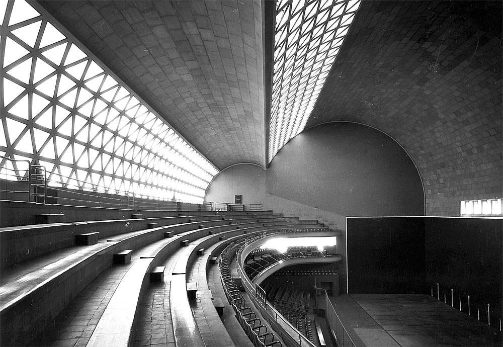 """Frontón Recoletos, construido por el ingeniero Eduardo Torroja y el arquitecto Secundino Zuazo en 1936. """"Fondo Zuazo"""", Biblioteca Nacional de España, Madrid."""