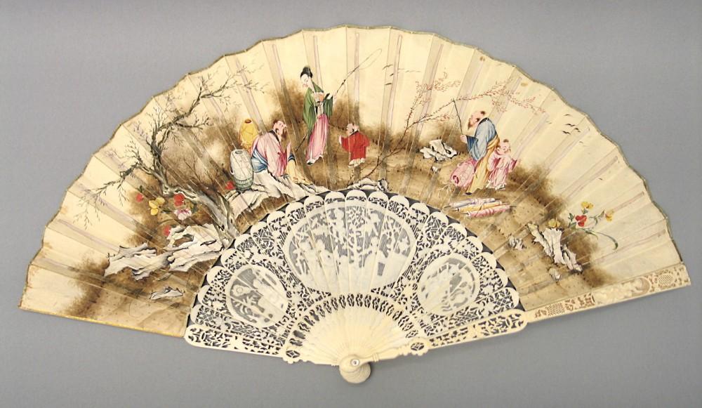 Abanico con decoración orientalizante.