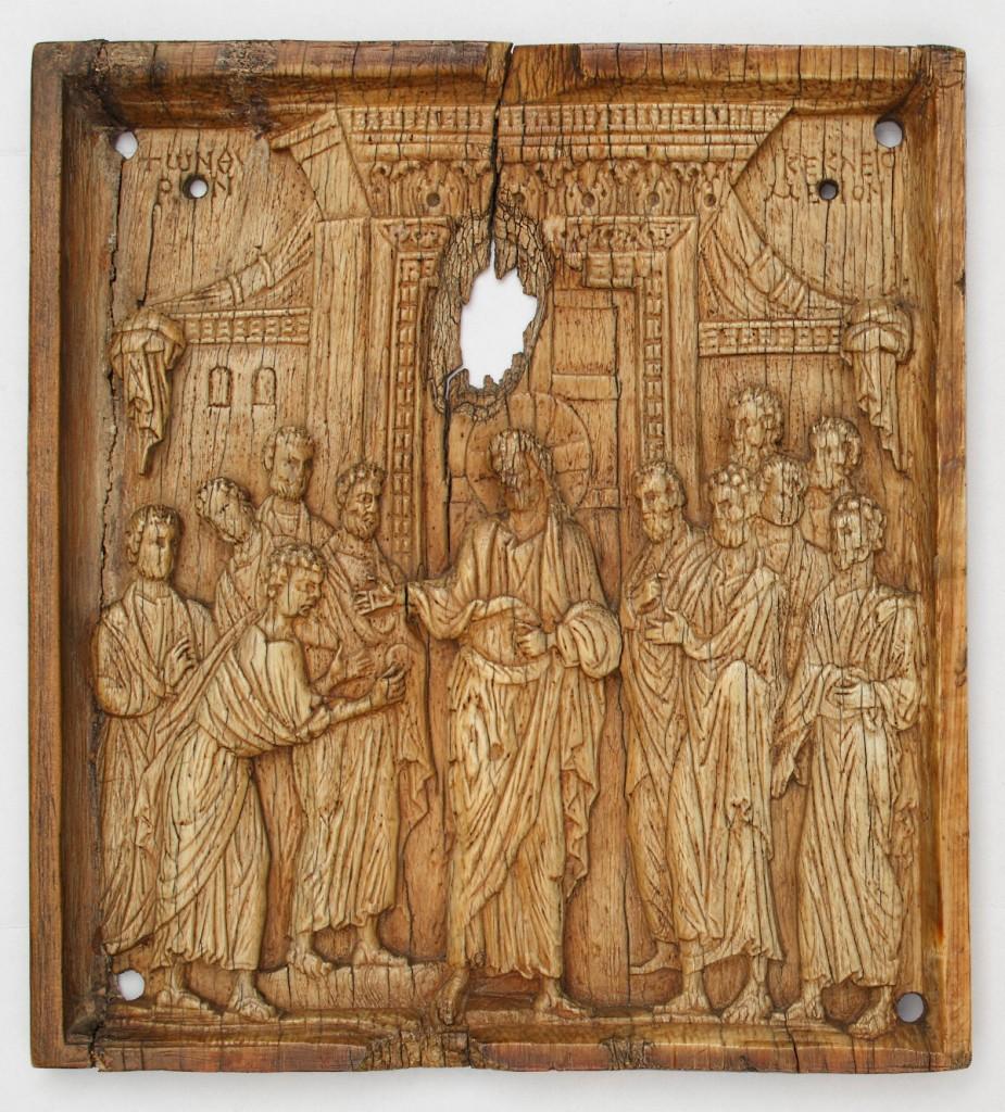"""Fig. 1. """"La incredulidad de Santo Tomás"""", Bizancio, siglos X-XI. Marfil, 13 x 12 cm. Inv. 3330. Museo Lázaro Galdiano"""