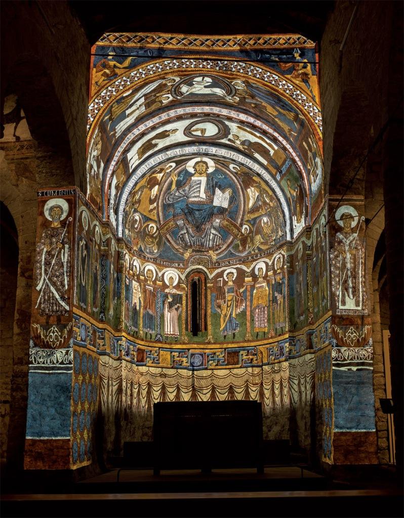 Reconstrucción hipotética de la decoración pictórica del siglo XII del ábside central de la iglesia de Sant Climent de Taüll. (Foto: Burzon*Comenge y Playmodes).