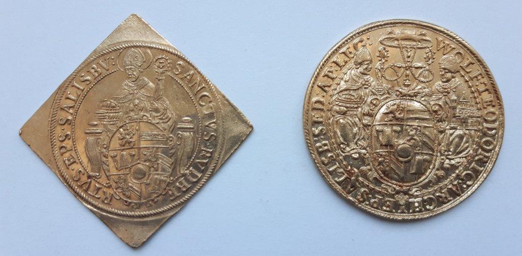 Dos monedas emitidas por Wolf Dietrich von Raitenau en el Museo Lázaro Galdiano