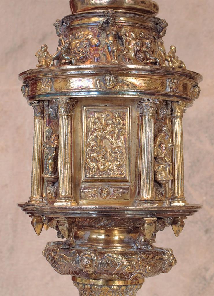 Hernando de Ballesteros el Viejo: nudo de la Cruz Patriarcal Colorada, 1576. Catedral de Sevilla.