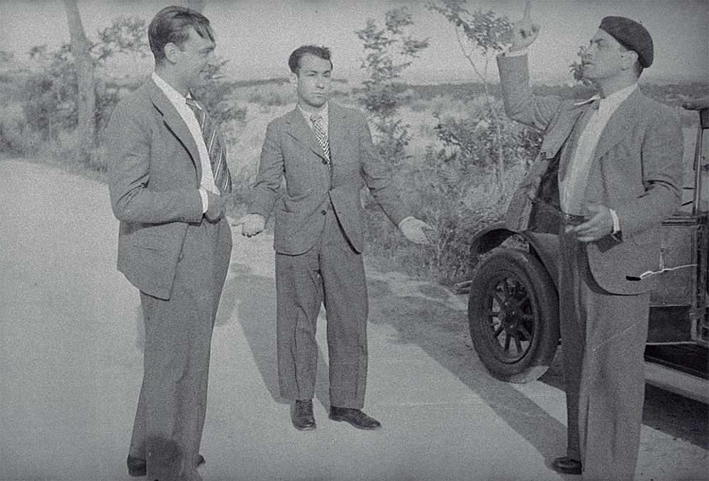 """Eli Lotar: """"Rafael Sánchez Ventura, Pierre Unik y Luis Buñuel"""", 1933. Centre Pompidou, MNAM-CCI, París."""